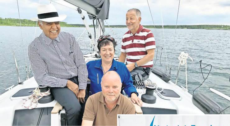 LVZ20200721_Seite21_Bild1 - Stefanie Kreusch (Mitte) hat Rayan Abdullah, Torsten Kühlewind und Reinhard Bläser (von links nach rechts) zum Gedankenaustausch auf eine Segelyacht eingeladen. Fotos: Gislinde Redepenning